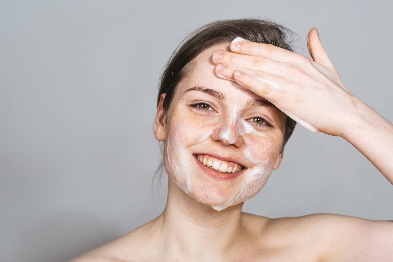 Если тщательно не мыть кожу, могут появиться прыщи
