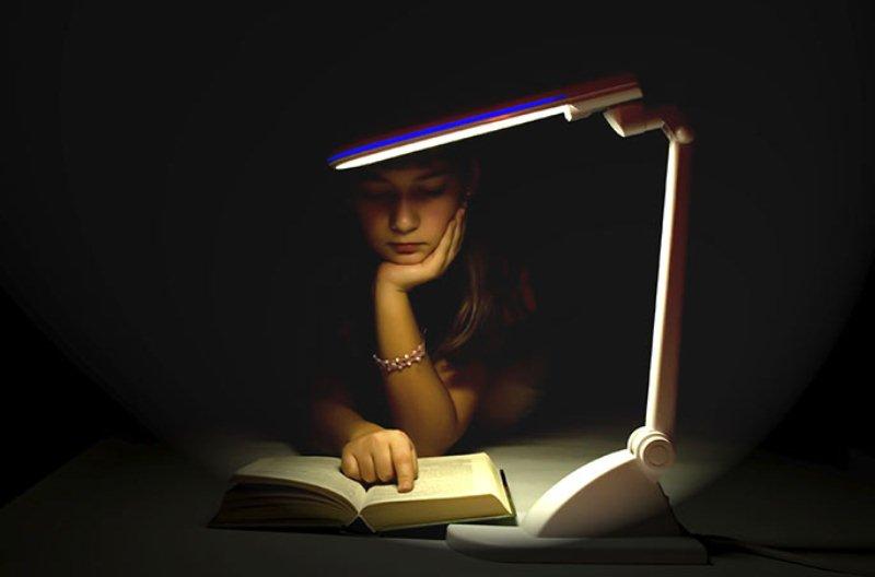 Чтение при тусклом свете ухудшает зрение